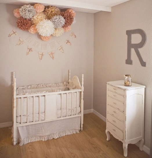 peach-and-grey-nursery-for-a-baby-girl-4-524x547