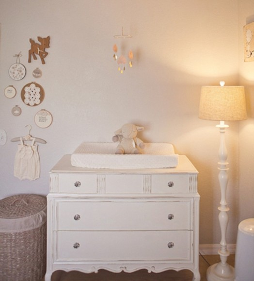 peach-and-grey-nursery-for-a-baby-girl-6-524x579
